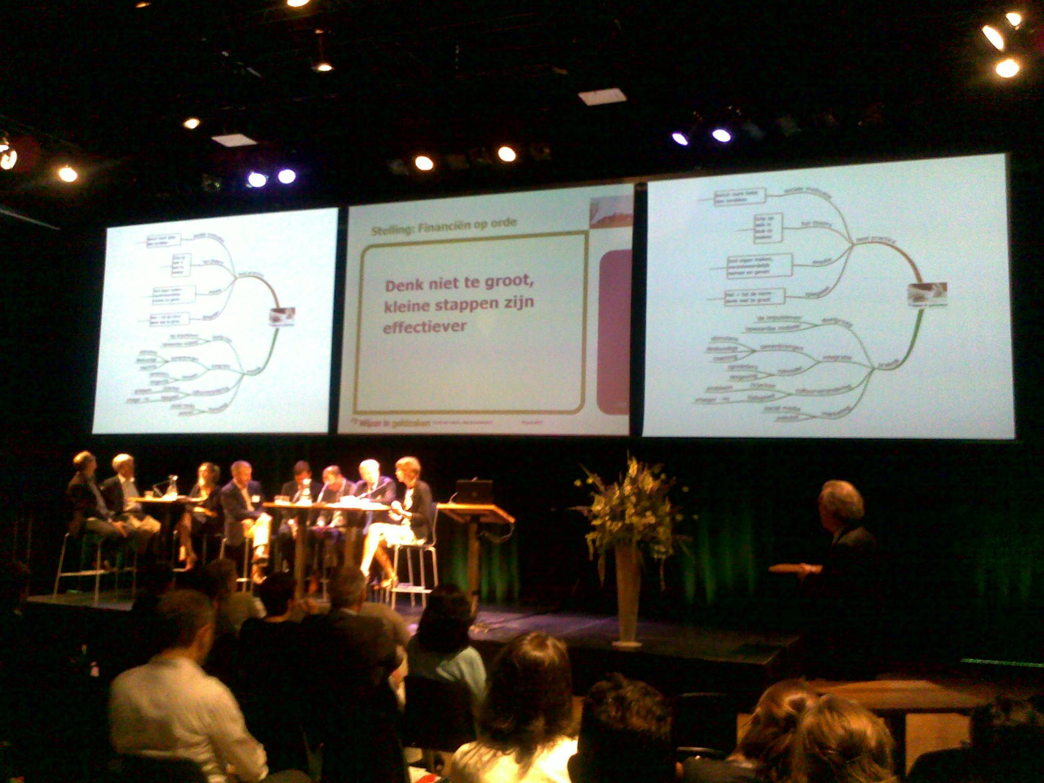 Notuleren tijdens een vergadering van de gemeente Amsterdam
